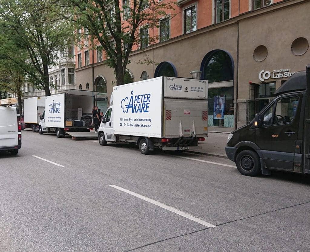 Flytt mellan Sibyllegatan och Sveavägen, Stockholm City. Flytten gick med Flyttfirma Peter Åkare AB.